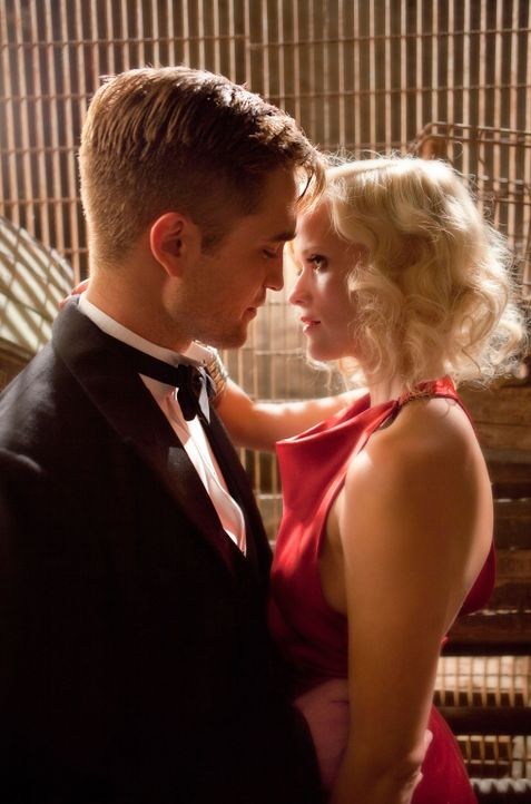 Hat ihre verbotene Liebe eine Chance? Jacob (Robert Pattinson, l.) und Marlena (Reese Witherspoon, r.) ... - Bildquelle: David James 2011 Twentieth Century Fox Film Corporation. All rights reserved.