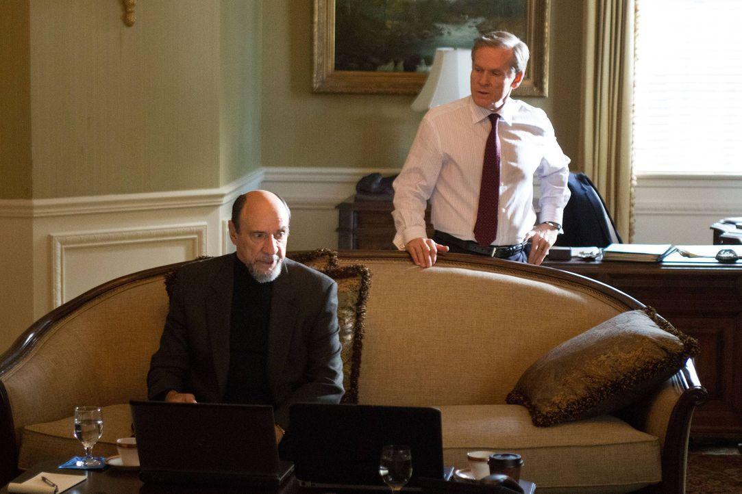 Verfolgen gemeinsam die Mission: Higgins (William Sadler, r.) und Adal (F. Murray Abraham, l.) ... - Bildquelle: 2013 Twentieth Century Fox Film Corporation. All rights reserved.