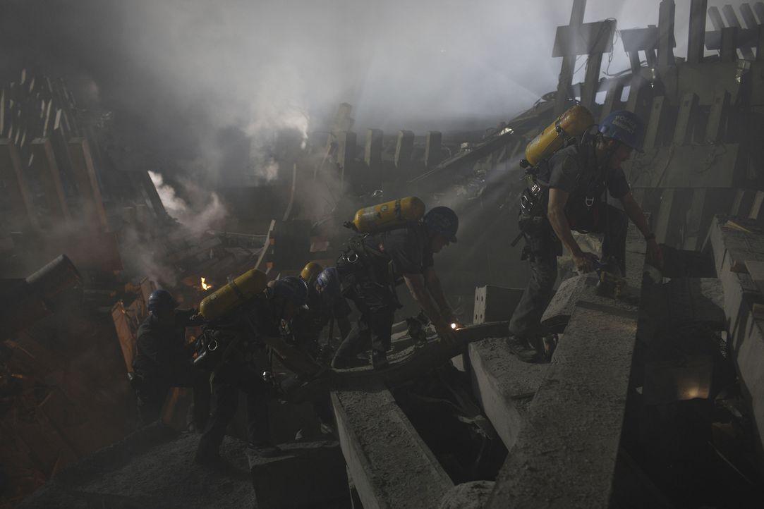Die Rettungstrupps ersuchen verzweifelt, die Verletzten und Toten aus den Trümmern zu bergen, doch dann passiert etwas Schreckliches ... - Bildquelle: TM & © Paramount Pictures. All Rights Reserved.
