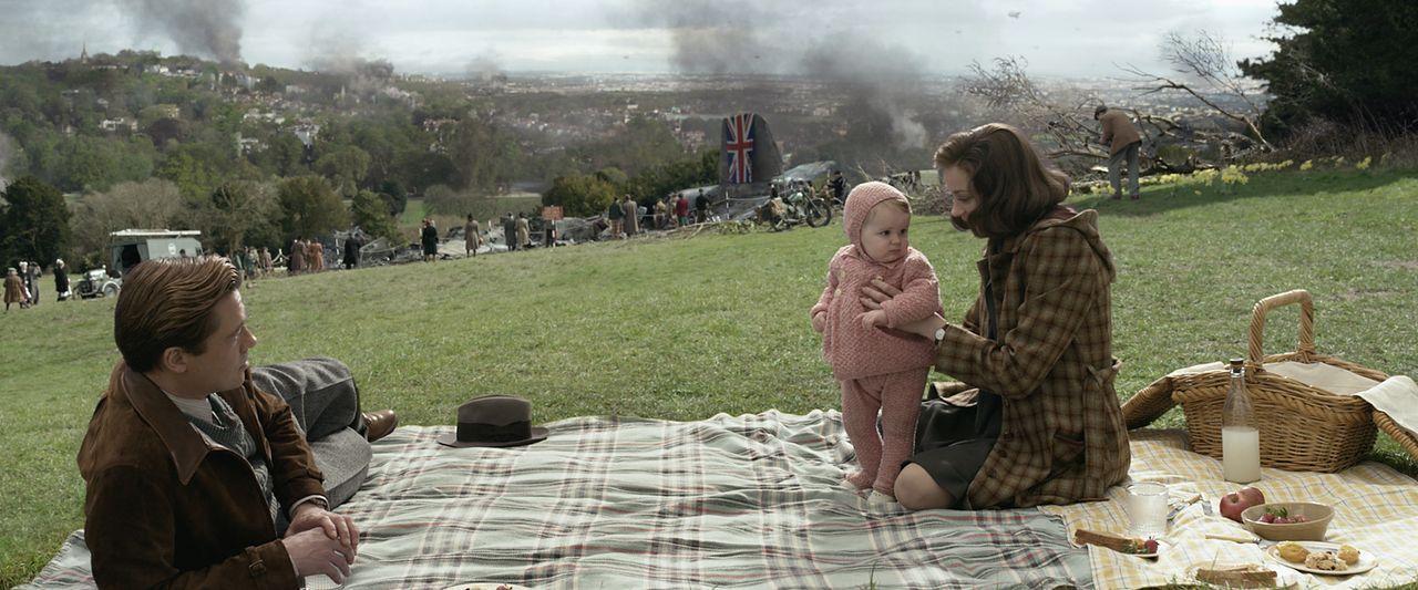 Max Vatan (Brad Pitt, l.); Marianne Beauséjour (Marion Cotillard, r.) - Bildquelle: 2016 Paramount Pictures. All Rights Reserved.
