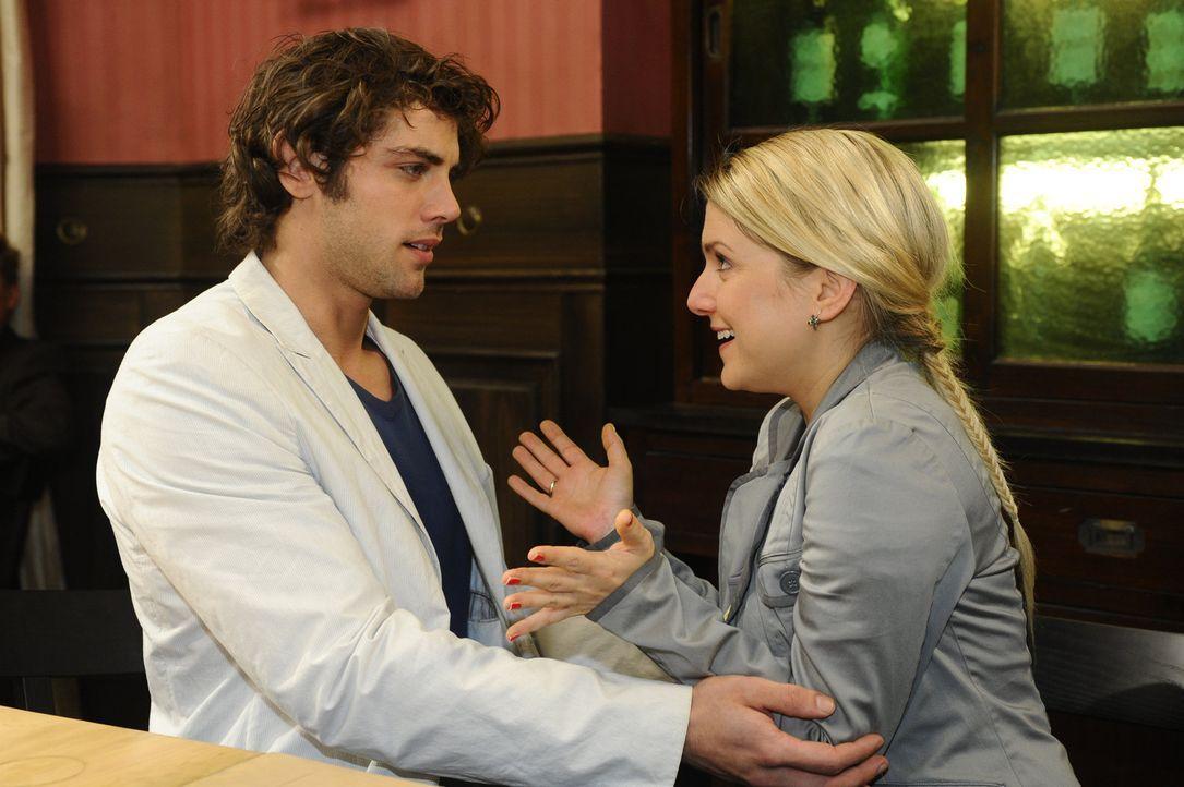 Jonas (Roy Peter Link, l.) und Anna (Jeanette Biedermann, r.) sehen glücklich einer neuen Zukunft entgegen ... - Bildquelle: SAT.1