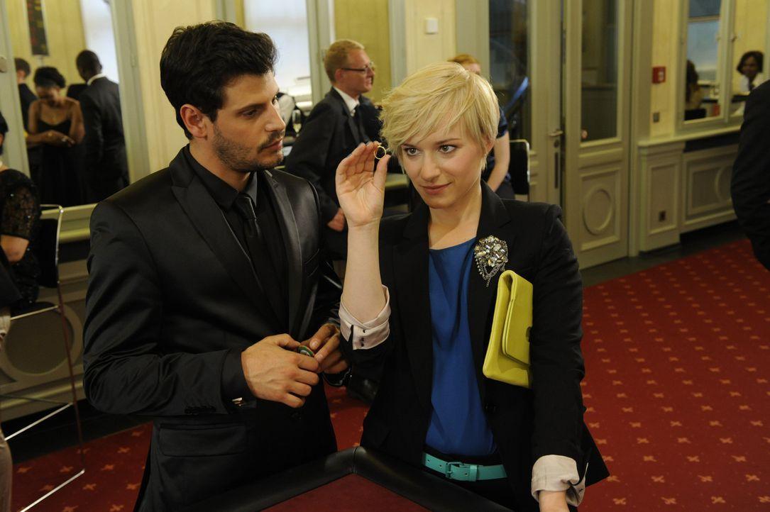 Luca (Manuel Cortez, l.) kann nicht fassen, dass Olivia (Kasia Borek, r.) ihn tatsächlich verlassen will ... - Bildquelle: SAT.1