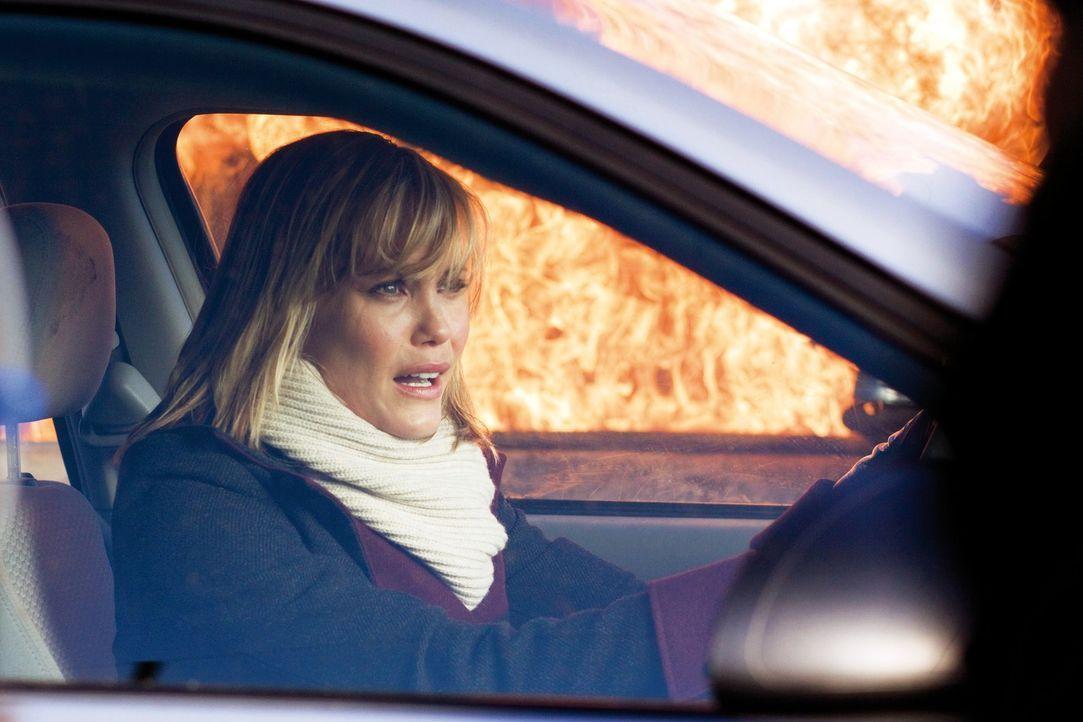 Auch Sarah (Leslie Bibb) hat keine Chance, dem Killer zu entkommen ... - Bildquelle: 2009 © Constantin Film Verleih GmbH