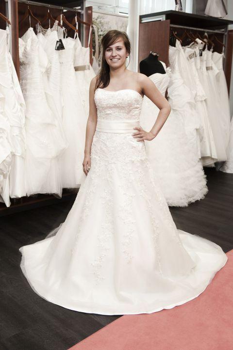 Ob Janine (Bild) das Kleid, das Sophia Thomalla und Manuel Cortez für sie ausgesucht haben, wirklich gefällt? - Bildquelle: Claudius Pflug SAT.1