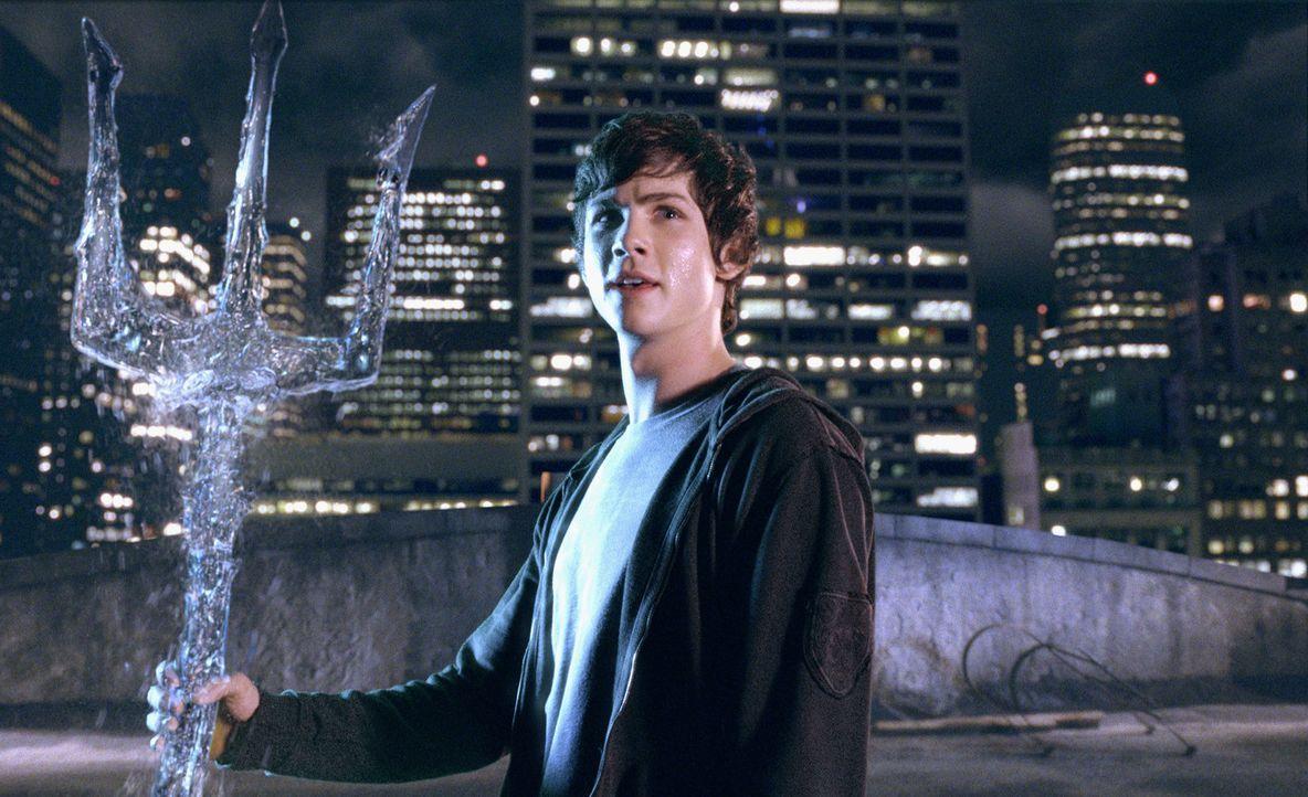 Kaum verschwindet Zeus' Herrscherblitz, da muss Percy Jackson (Logan Lerman), auch schon erfahren, dass er der Sohn Poseidons ist und außerdem eine... - Bildquelle: 2010 Twentieth Century Fox Film Corporation. All rights reserved.