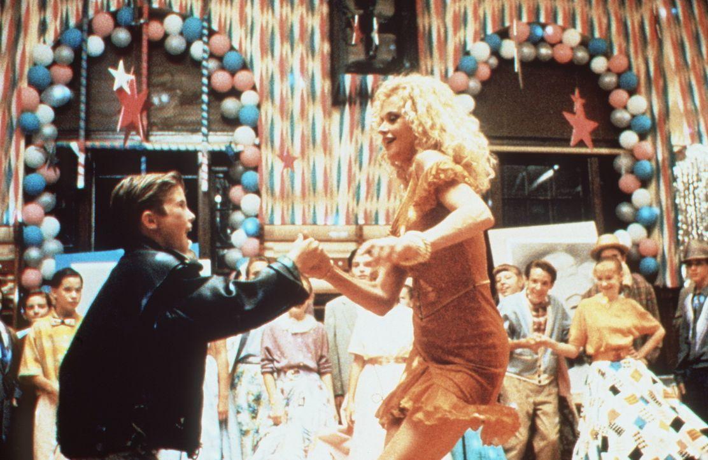 Auf dem Abschlussball sind Frank (Michael Patrick Carter, l.) und V (Melanie Griffith, r.) die Stars des Abends. - Bildquelle: Paramount Pictures
