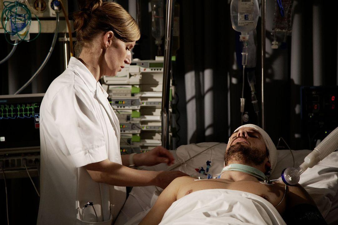 Der im Koma liegende Tom (Stephan Luca) tritt immer wieder als Geist aus sich heraus, um seine große Liebe für sich zu gewinnen und seine Erfindun... - Bildquelle: Sat.1