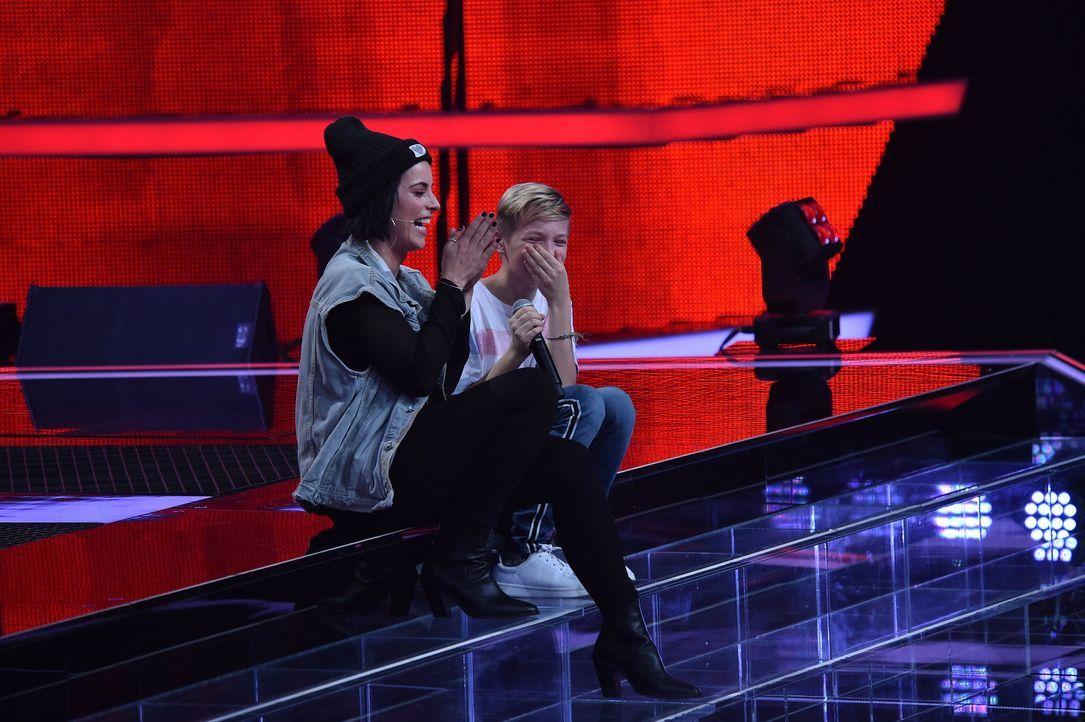 S1_VoiceKids_SD1_Nachbericht_Nils L.; Stefanie Kloß - Bildquelle: SAT.1/Andre Kowalski