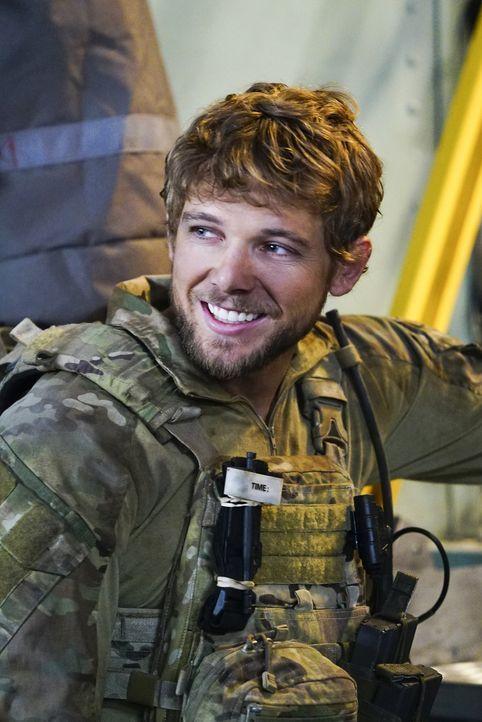 Für Clay (Max Thieriot) ist der Rettungseinsatz eines russischen Wissenschaftlers seine erste Mission in Jason Hayes' Einheit, doch diese wird für i... - Bildquelle: Sonja Flemming Sonja Flemming/CBS  2017 CBS Broadcasting, Inc. All Rights Reserved