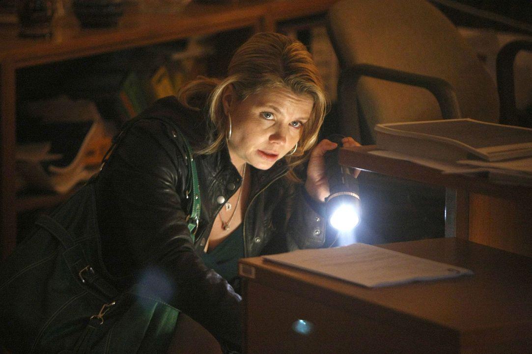 Um die Unschuld ihres Mandanten Mehmet zu beweisen, schreckt Danni (Annette Frier) vor nichts zurück ... - Bildquelle: SAT.1