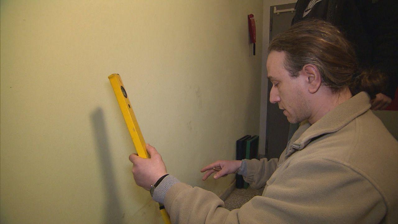 Blaumann sei Dank! Hausmeister packen zu. Verstopfte Abflüsse, verschimmelte Wände, kaputte Heizungen. Meist haben sie keine spezifische Ausbildun... - Bildquelle: SAT.1