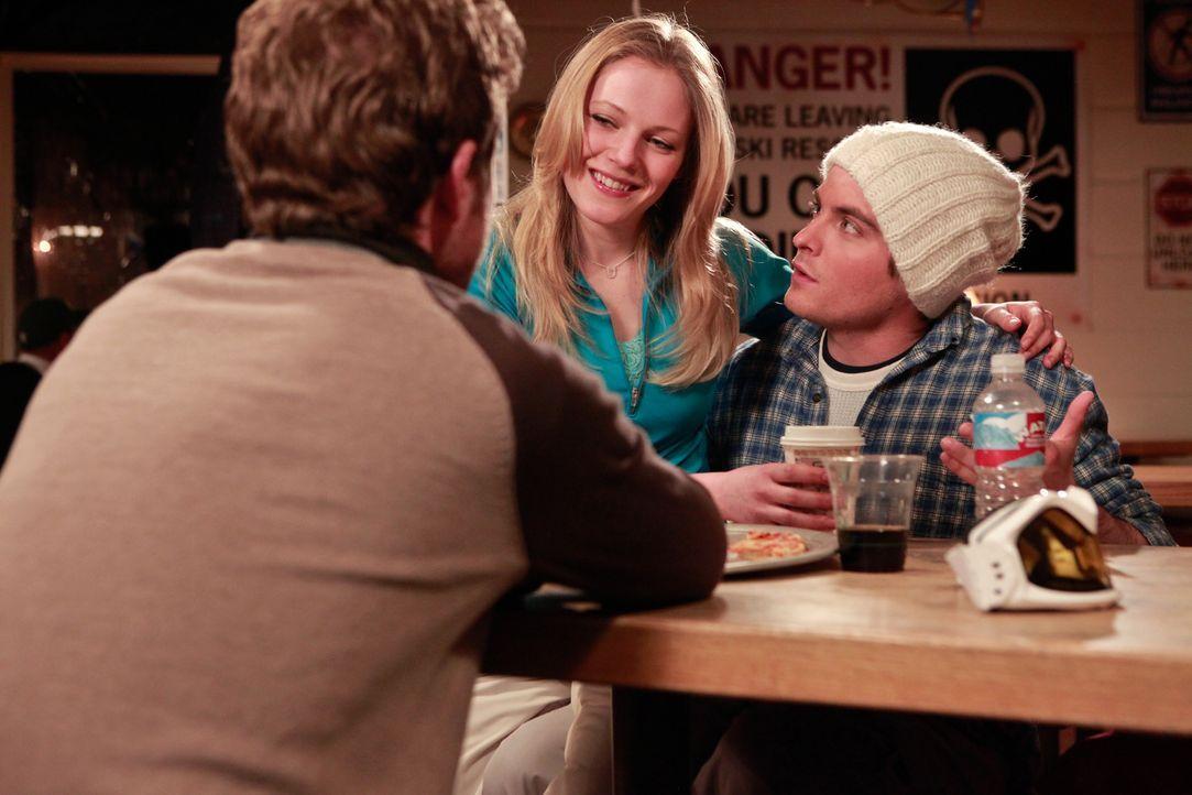 Die drei Freunde Joe (Shawn Ashmore, l.), Dan (Kevin Zegers, r.) und Parker (Emma Bell, M.) beschließen, einen Sonntags-Skiausflug zu machen. Keine... - Bildquelle: Fred Hayes Frostbite Features, Inc.