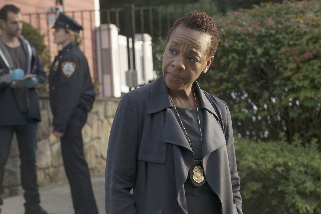 Weiß, dass sie einst einen großen Fehler beging, der sie jederzeit einholen kann: FBI-Chefin Mayfair (Marianne Jean-Baptiste) ... - Bildquelle: Warner Brothers