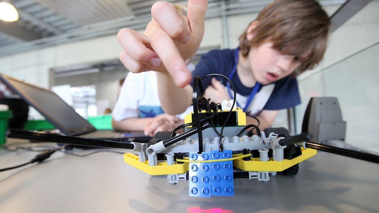 kinder-technik-mikrocomputer-roboter-aus-lego-11-07-21-dpa - Bildquelle: dpa