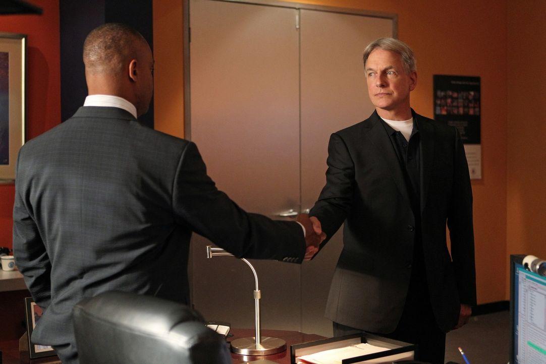 Richard  Parsons führt nichts Gutes im Schilde, aber das wollen sich Vance (Rocky Carroll, l.) und Gibbs (Mark Harmon, r.) nicht gefallen lassen ... - Bildquelle: CBS Television