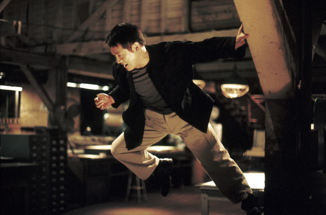 Weil jeder jeden austrickst und sofort blutige Rache übt, kann sich auch Han (Jet Li) nicht aus dem Bandenkrieg heraushalten ... - Bildquelle: Warner Bros. Pictures