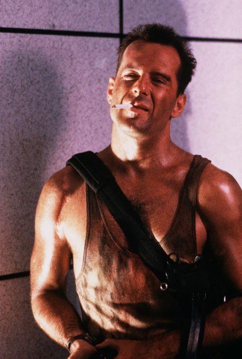 Um ein gemeinsames Weihnachtsfest erleben zu können, reist der New Yorker Polizist John McClane (Bruce Willis) nach Los Angeles zu seiner Frau - zu... - Bildquelle: 20th Century Fox