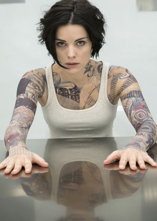 Als sich herausstellt, dass jedes Teil des Tattoos auf ihrem Körper auf ein Verbrechen hinweist, das zu lösen ist. Machen sich Jane (Jaimie Alexande... - Bildquelle: Warner Brothers