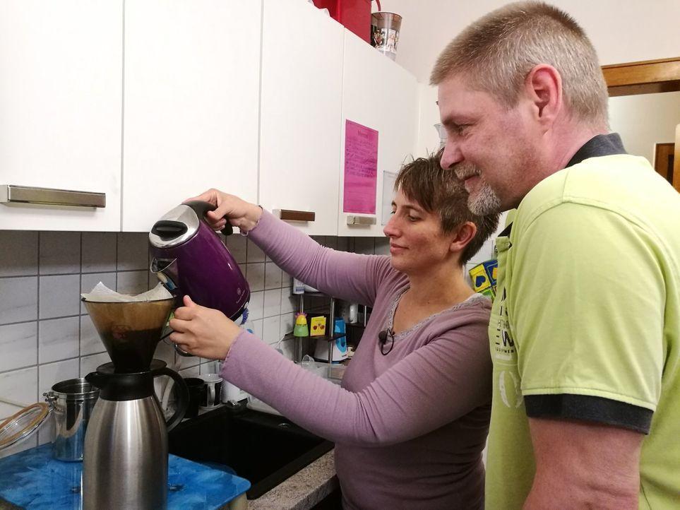 Bei den täglichen Gewohnheiten lässt der ein oder andere Euro sparen. Hat diese Familie einen guten Spartipp und somit die Chance auf 500 Euro? - Bildquelle: Sat.1