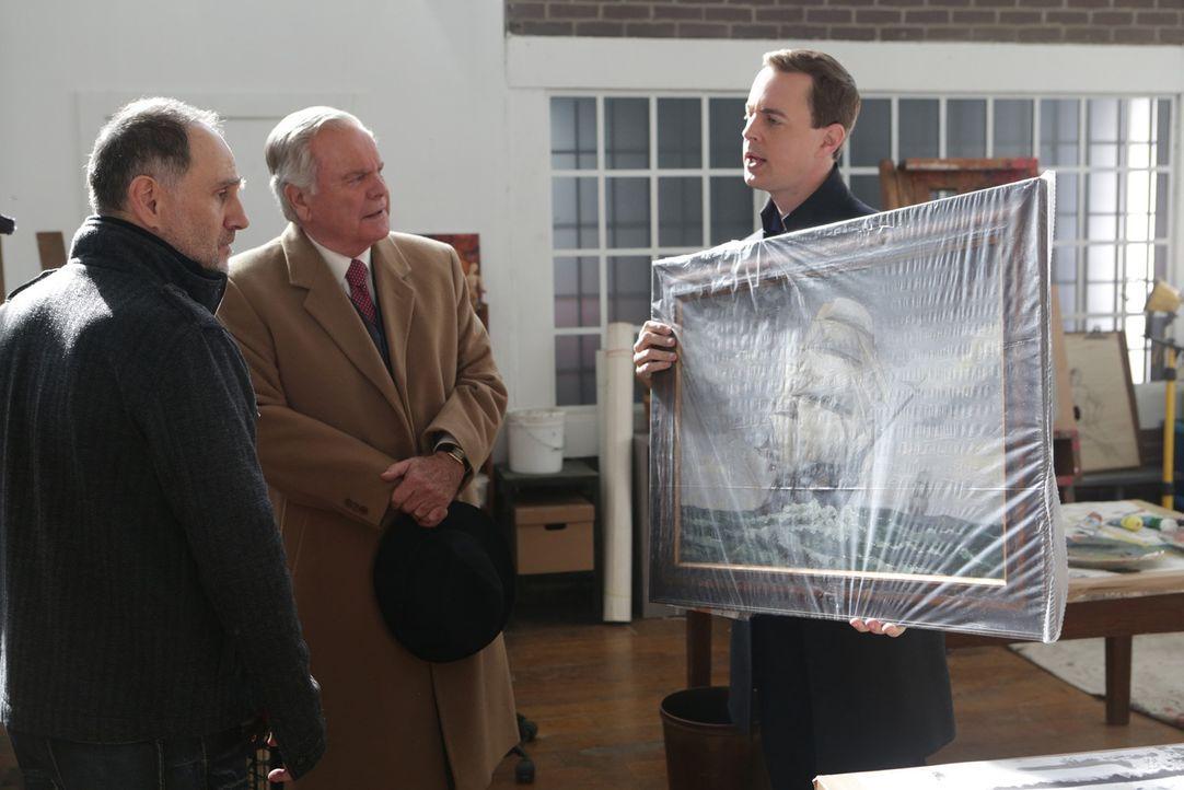 Können sie gemeinsam einen Fall aufdecken? McGee (Sean Murray, r.), Anthony DiNozzo Sr. (Robert Wagner, M.) und Perry Swan (John Kassir, l.) ... - Bildquelle: Sonja Flemming CBS Television