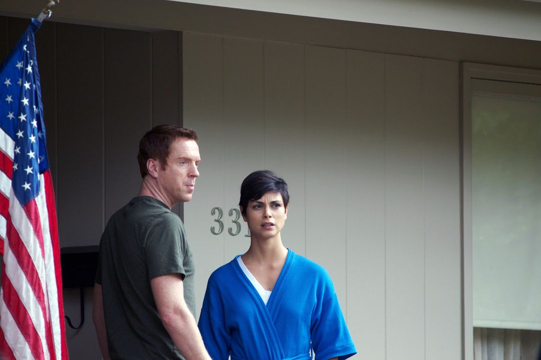 Immer mehr Geheimnisse  zwischen Jessica (Morena Baccarin,r.) und Brody (Damian Lewis, l.) warten darauf, gelüftet zu werden ... - Bildquelle: 20th Century Fox International Television