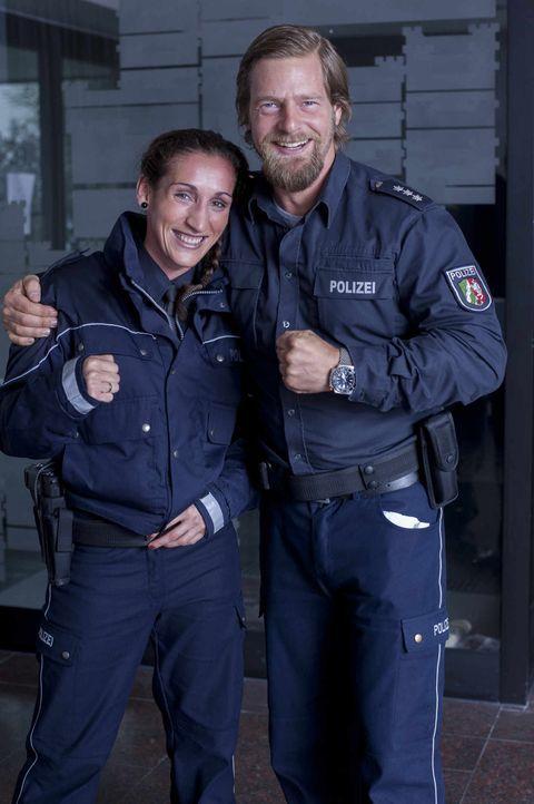 Mick (Henning Baum, r.) und seine neue Kollegin (Julia Irmen, l.) ... - Bildquelle: Martin Rottenkolber SAT.1