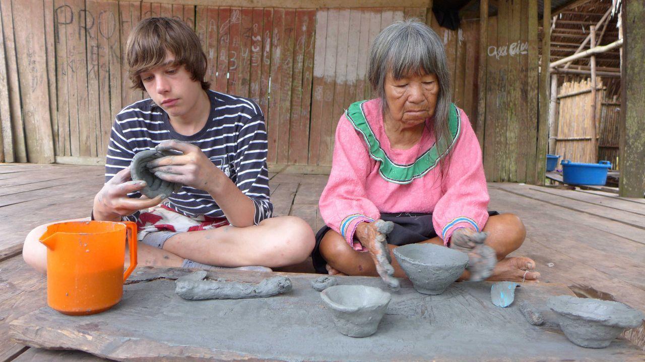 Dennis (l.) wird nach Peru geschickt um dort zu lernen, was es bedeutet, Verantwortung zu übernehmen ... - Bildquelle: SAT.1