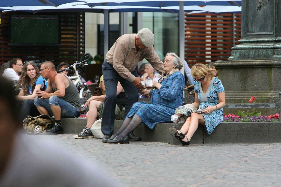 (1. Staffel) - Mit versteckter Kamera nehmen Peter (3.v.r.) und Luise (2.v.r.) junge Leute mit raffinierten Streichen auf die Schippe ... - Bildquelle: Ralf Jürgens ProSieben