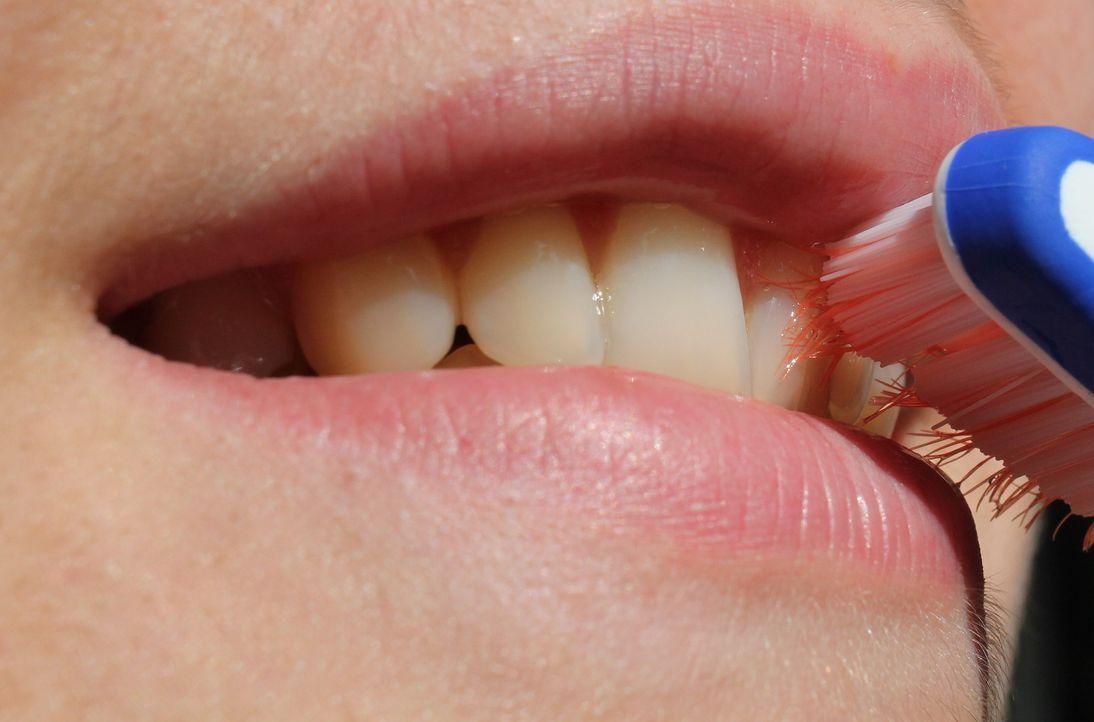 toothbrush-2696810_1920 - Bildquelle: Pixabay