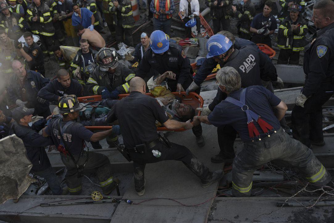 Von einem Moment auf den anderen werden die Retter zu Opfern. 2749 Menschen sterben beim Attentat auf das World Trade Center, darunter über 300 Poli... - Bildquelle: TM & © Paramount Pictures. All Rights Reserved.