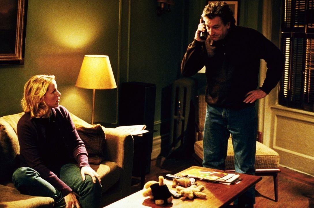 Detective Vincent LaMarca (Robert De Niro, r.) lebt für seinen Beruf, denn seine Familie hat er vor mehreren Jahren hinter sich gelassen. Doch bei s... - Bildquelle: Warner Bros.