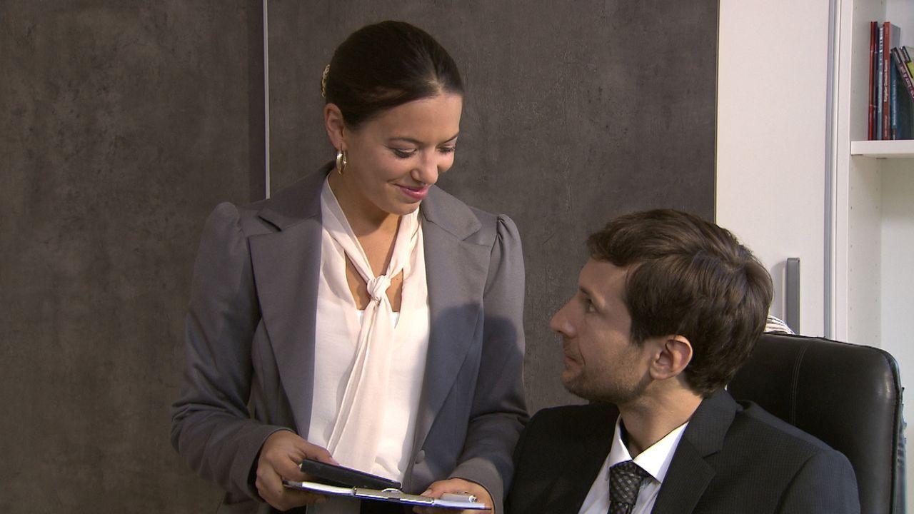 Das Leben von Sebastian (r.) könnte perfekter nicht laufen. Erfolg im Beruf und Glück in der Liebe. Doch er hat die Rechnung ohne seine neue Assiste... - Bildquelle: SAT.1