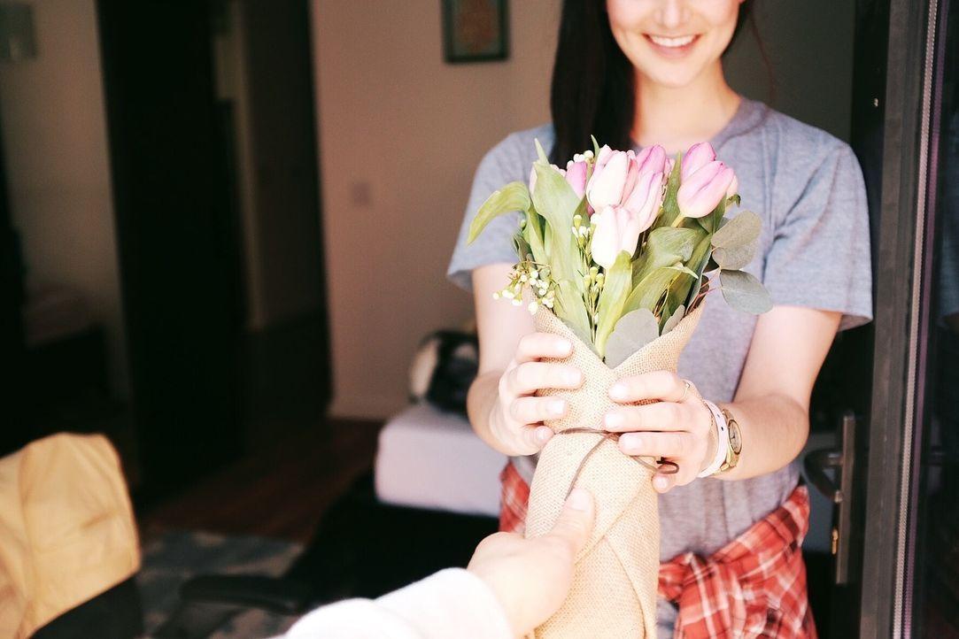 7. Du gibst, ohne im Gegenzug etwas dafür zu verlangenMit deiner Freundin ha... - Bildquelle: Pixabay