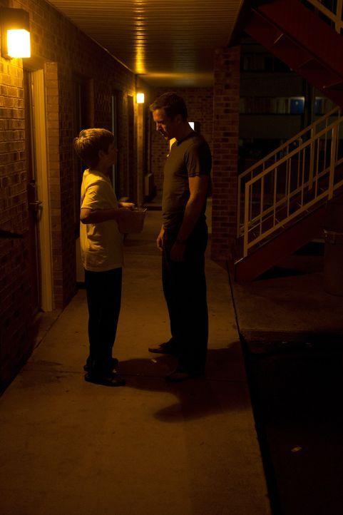Gespräche über seine Zukunft möchte Chris (Jackson Pace, l.) lieber verschieben, aber wie viel Zeit bleibt Brody (Damian Lewis, r.) noch dafür? - Bildquelle: 20th Century Fox International Television