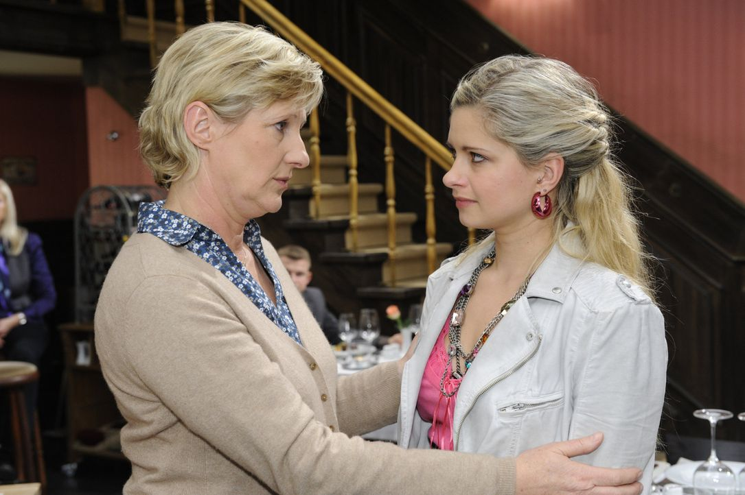 Während Susanne (Heike Jonca, l.) von Katja enttäuscht ist, fürchtet Mia (Josephine Schmidt, r.) deren Rache .... Zu Recht? - Bildquelle: SAT.1