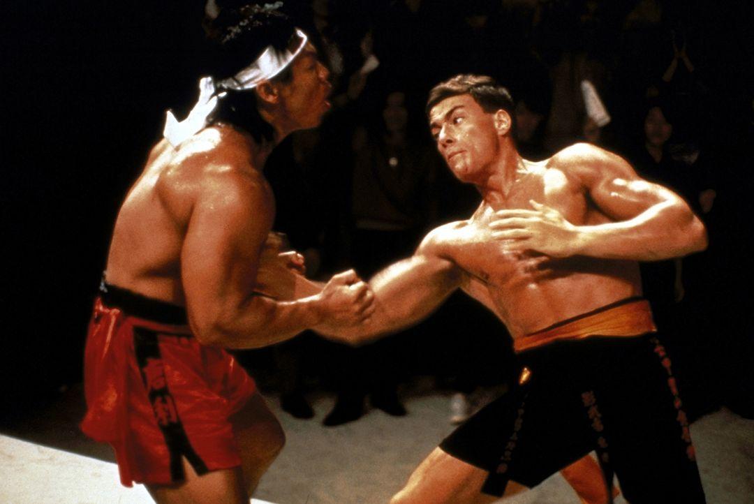 Ein dramatisches Finale gegen den Konkurrenten aus Korea steht Frank Dux (Jean-Claude van Damme, r.) bevor. Chong Li (Bolo Yeung, l.) ist für seine... - Bildquelle: Cannon Group