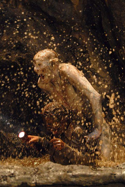 Die blinden Höhlenmenschen lassen kein Opfer entkommen ... - Bildquelle: Licensed by Square One Entertainment GmbH & Co.KG