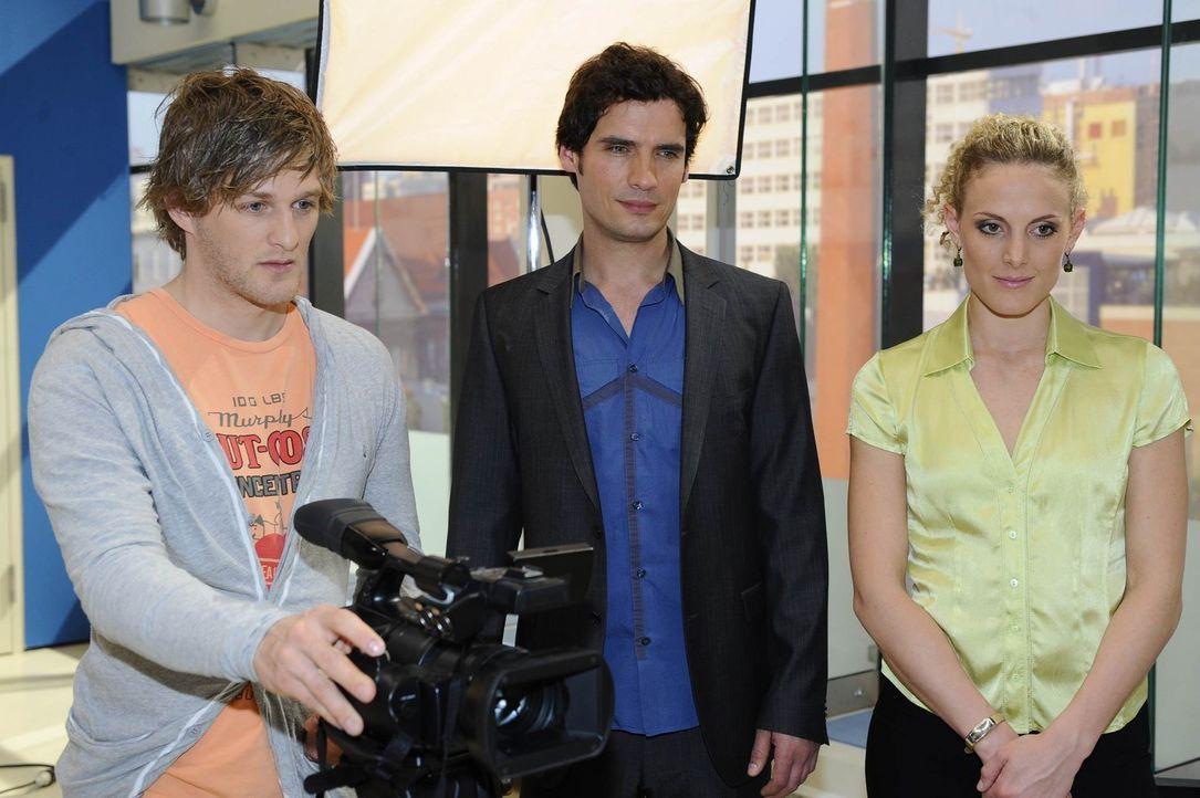Was haben Julian Freund (Bo Hansen, l.), Alexander (Paul Grasshoff, M.) und Maja (Barbara Lanz, r.) nur vor? - Bildquelle: SAT.1