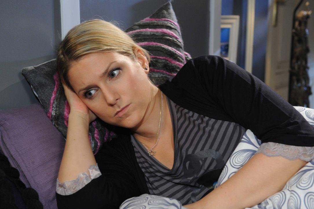 Anna (Jeanette Biedermann) ist von Toms Bestreben, sie zu verteidigen, gerührt. Doch gleich danach blockt Tom jede Nähe ab ... - Bildquelle: SAT.1