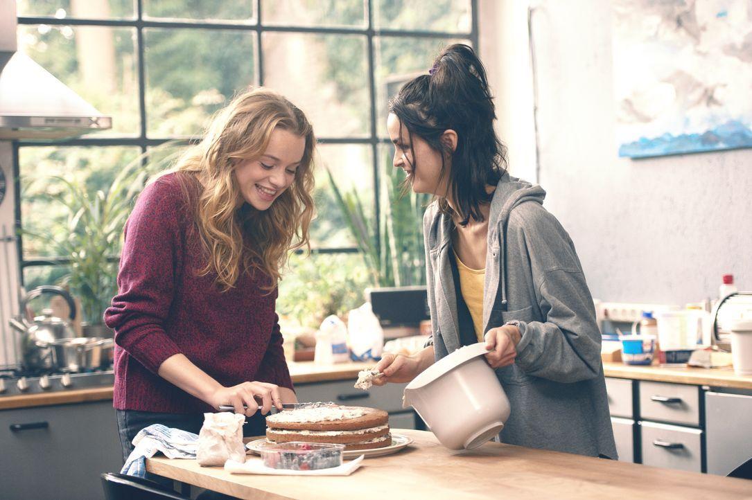 Jessica (Luna Wedler, l.); Tina (Luise Befort, r.) - Bildquelle: 2019, STUDIOCANAL, Pantaleon Films, SevenPictures Films