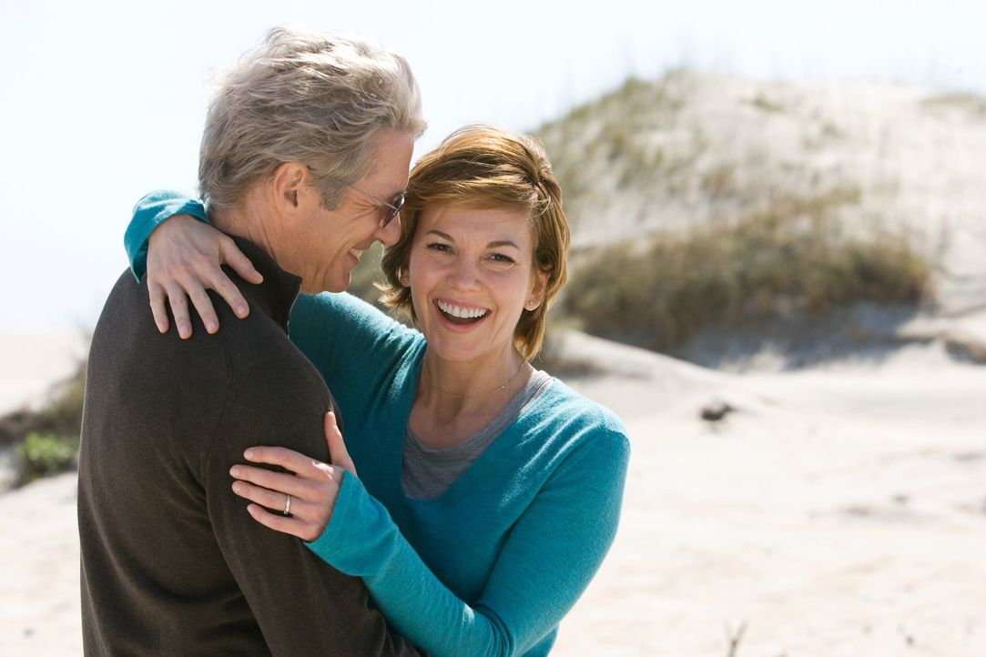 Es ist nie zu spät für eine zweite Chance im Leben: Adrienne (Diane Lane, r.) und Paul (Richard Gere, l.) ... - Bildquelle: Warner Bros.