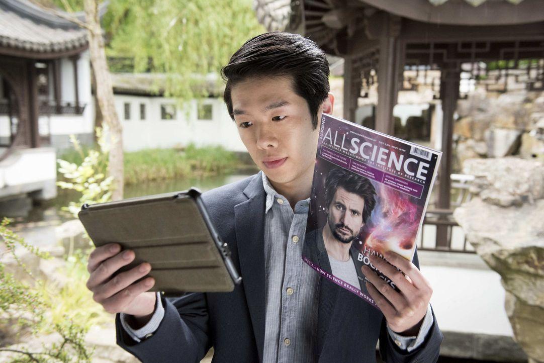 """Um endlich in Ruhe arbeiten zu können, gibt Felix vor, für ein halbes Jahr zu Dr. Lee Kwon (Yung Ngo) nach Singapur zu gehen. """"Leider, leider"""" könne... - Bildquelle: Martin Rottenkolber SAT.1"""
