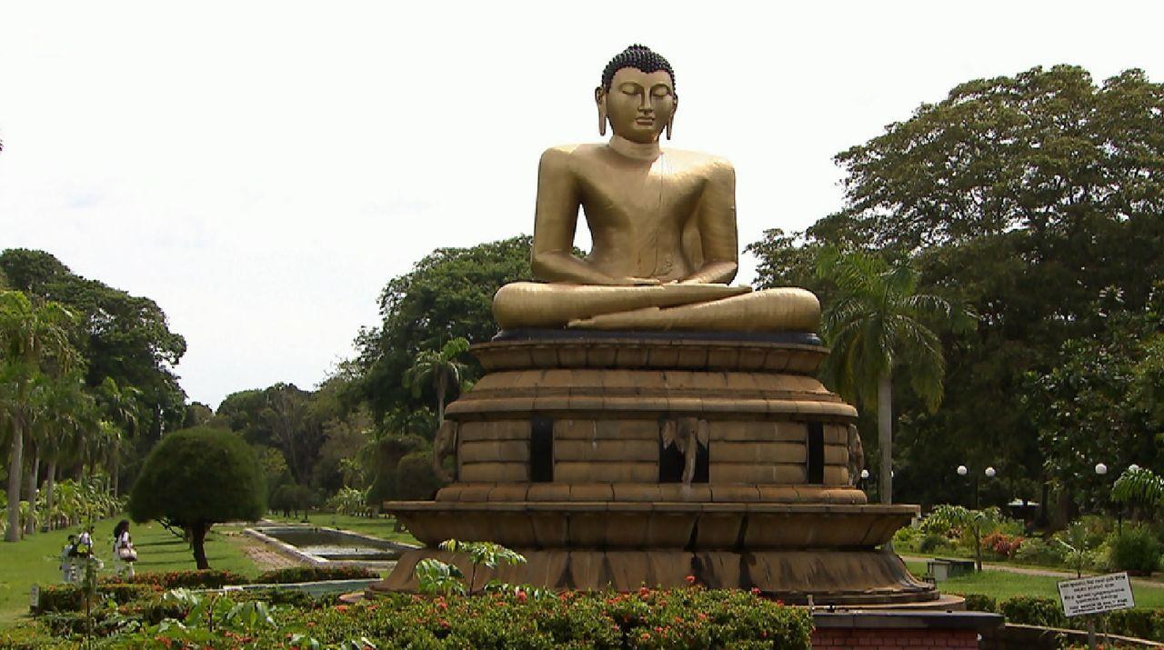 Bitte melde dich Staffel 2 Folge 1 Sri Lanka Budda2 - Bildquelle: SAT.1