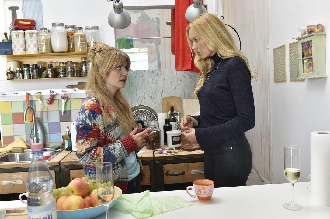 Zwischen Mila (Susan Sideropoulos, l.) und Ingrid (Sophie Meister, r.), dem Supermodel, entsteht so etwas wie Freundschaft. Ingrid bittet Mila sogar... - Bildquelle: Claudius Pflug sixx