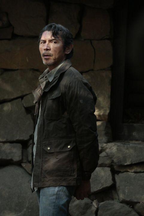 Saul Guerrero (Lou Diamond Phillips) kann seine überraschende Festnahme durchs FBI nicht erschüttern, denn seine Truppen sind schon unterwegs, um ih... - Bildquelle: Warner Brothers