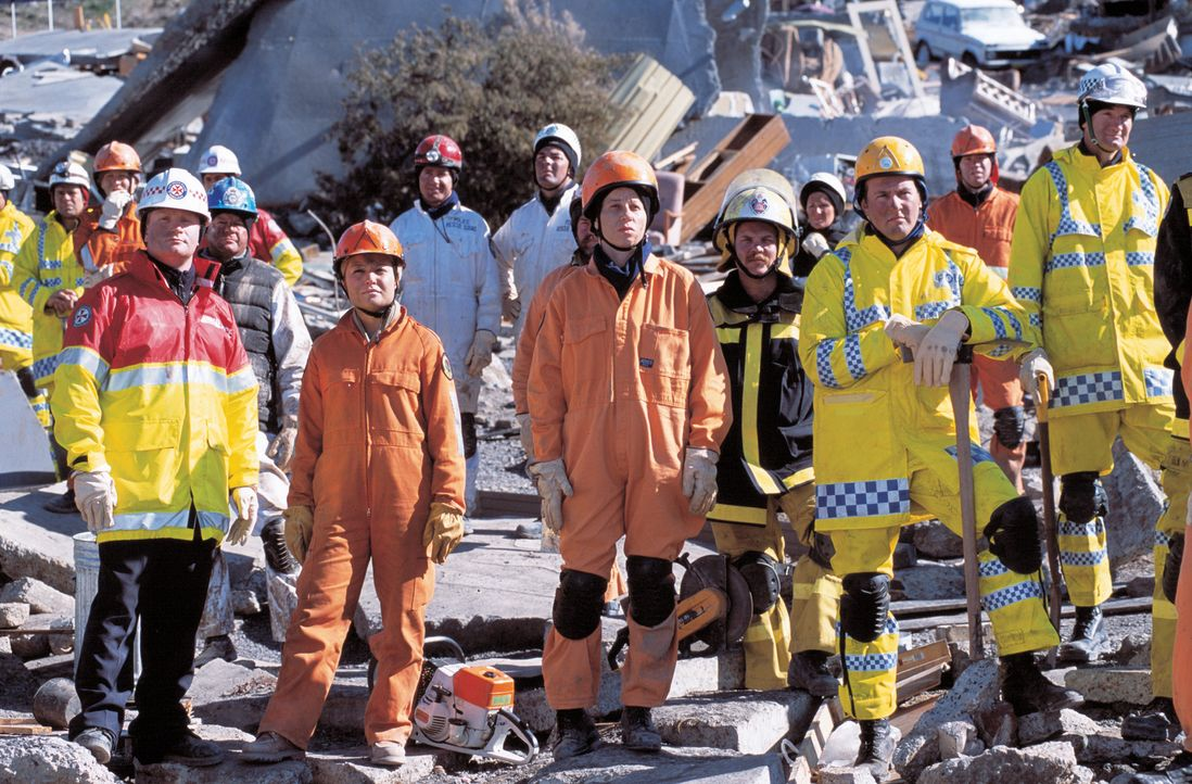 Ganz normale Durchschnittsmenschen werden am 30. Juli 1997 im australischen Thredbo Village zu Helden, als eine riesige Schlammlawine zwei Skihütte... - Bildquelle: Sony Pictures Television International. All Rights Reserved
