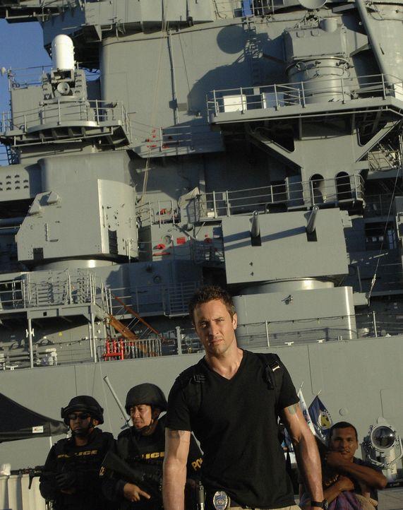 Graham, ein Navy Seal, der gerade von einem Einsatz in Afghanistan zurück ist, wird beschuldigt, seine Ehefrau ermordet zu haben. Doch er schwört,... - Bildquelle: TM &   2010 CBS Studios Inc. All Rights Reserved.