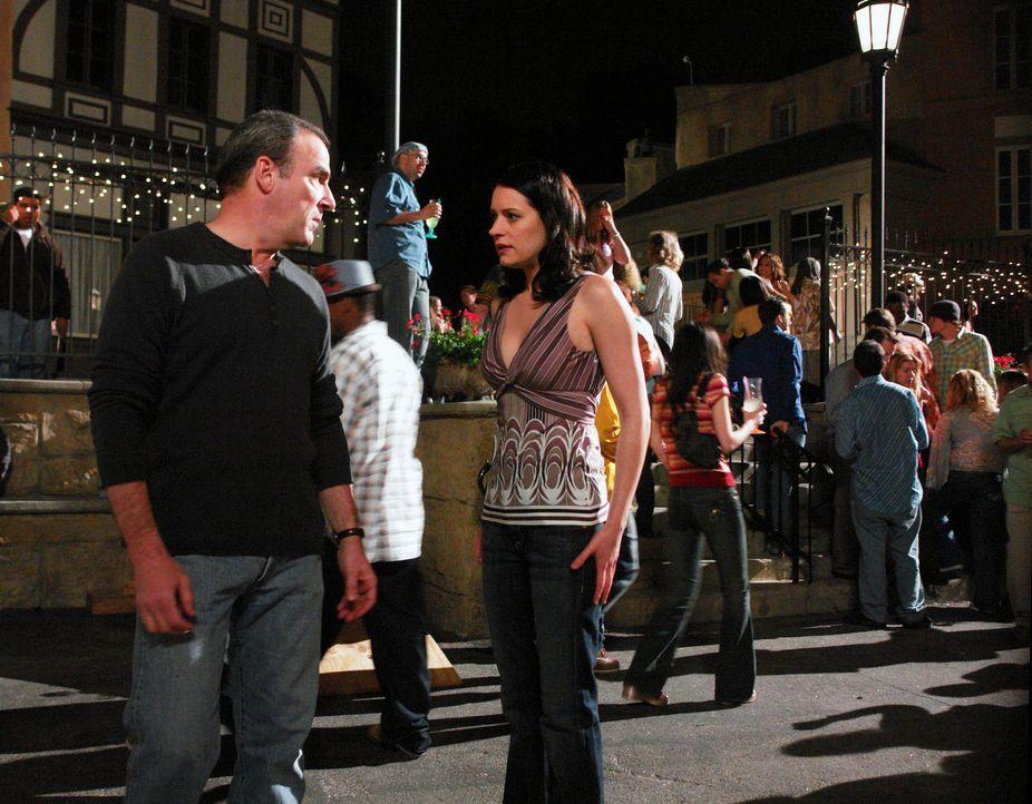 Jason Gideon (Mandy Patinkin, l.) und Emily Prentiss (Paget Brewster, r.) werden nach New Orleans gerufen, wo ein Serienmörder Jack the Ripper nacha... - Bildquelle: Touchstone Television