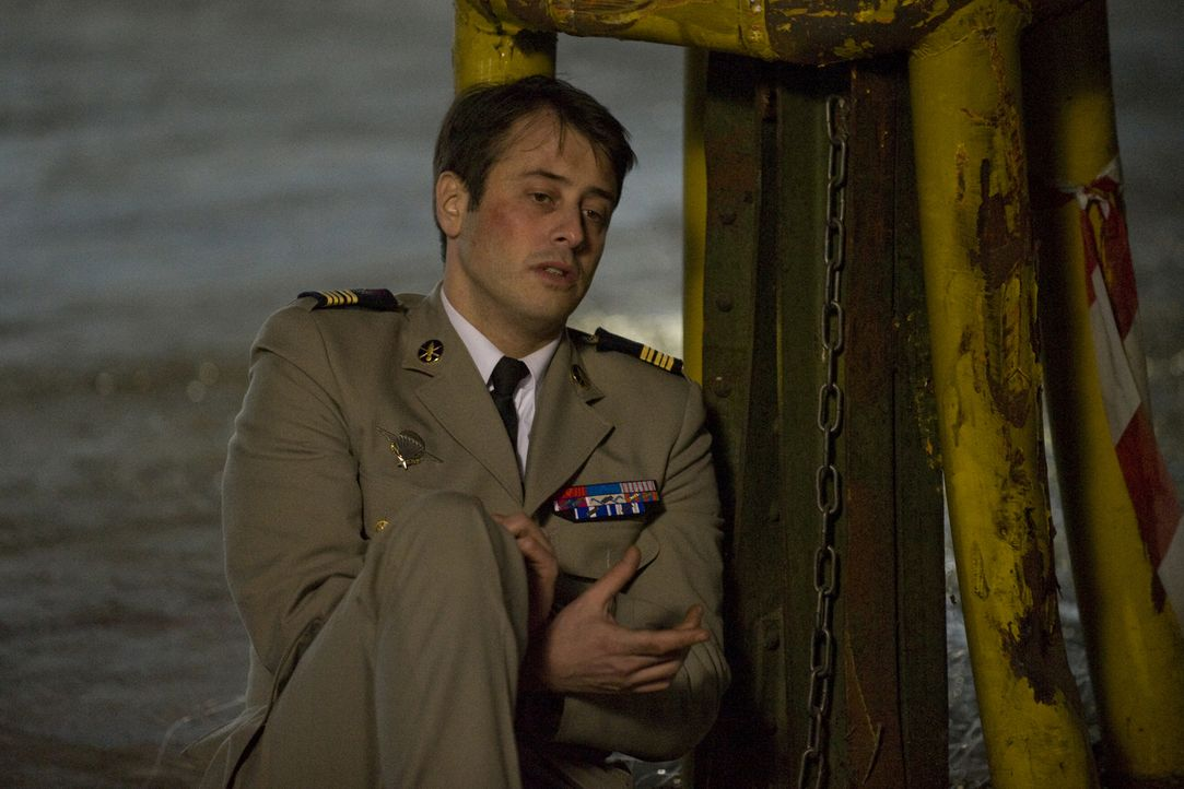 Das Team lässt sich auf einen Deal ein, um Dimitri Ferrant (Benjamin Bourgois) zu retten, ohne zu ahnen, welche Folgen das haben wird ... - Bildquelle: 2015 BEAUBOURG AUDIOVISUEL