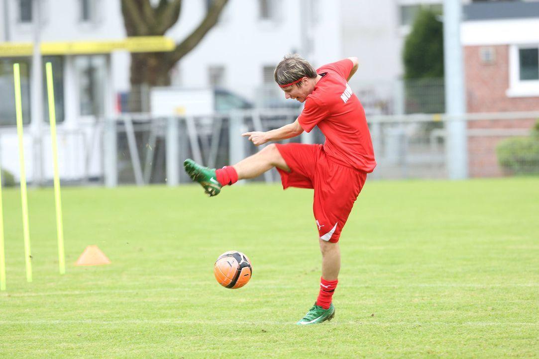 Wird Marius Munser ins Team kommen und gegen die Klopp-Elf spielen dürfen? - Bildquelle: Ralf Jürgens SAT.1